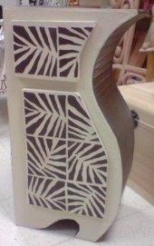 Mueble de cartón con cajón y puerta realizado por Dodo Arts and Crafts